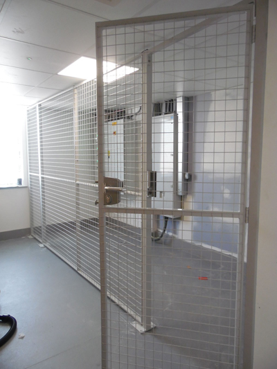 Mesh Partition with Handle & Push Pad Locking