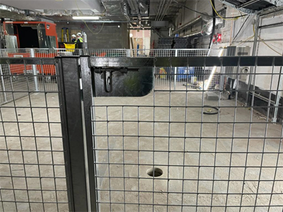 Slide Bolt Locking on Mesh Partitions with Sible Doors